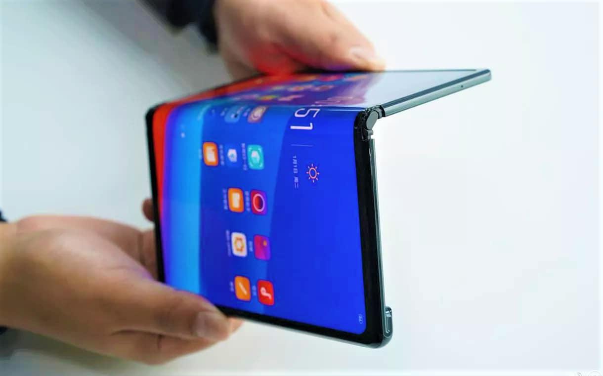Oppo ha già mostrato il suo smartphone pieghevole, e non sembra male!