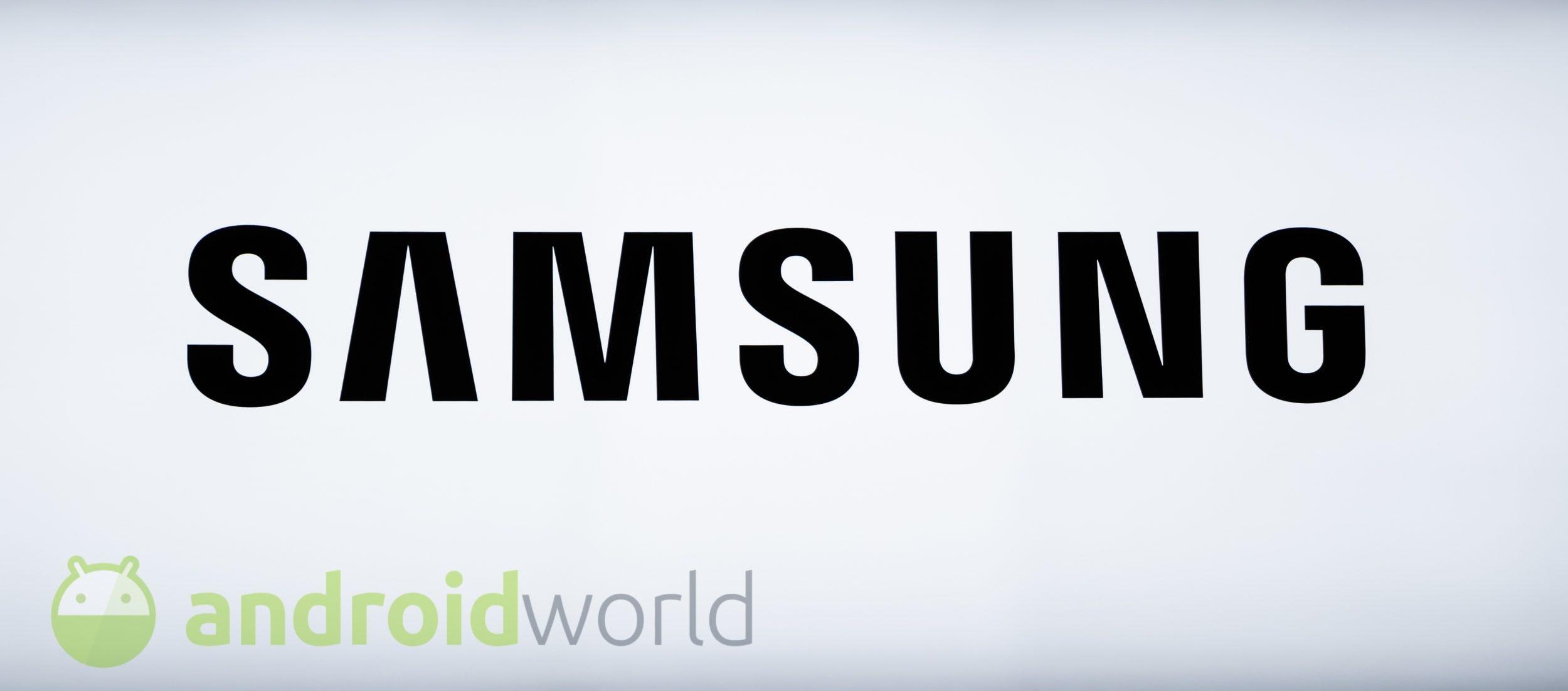 """Samsung brevetta un nuovo dispositivo con uno """"schermo continuo"""" e piegato (ma non pieghevole) (foto)"""