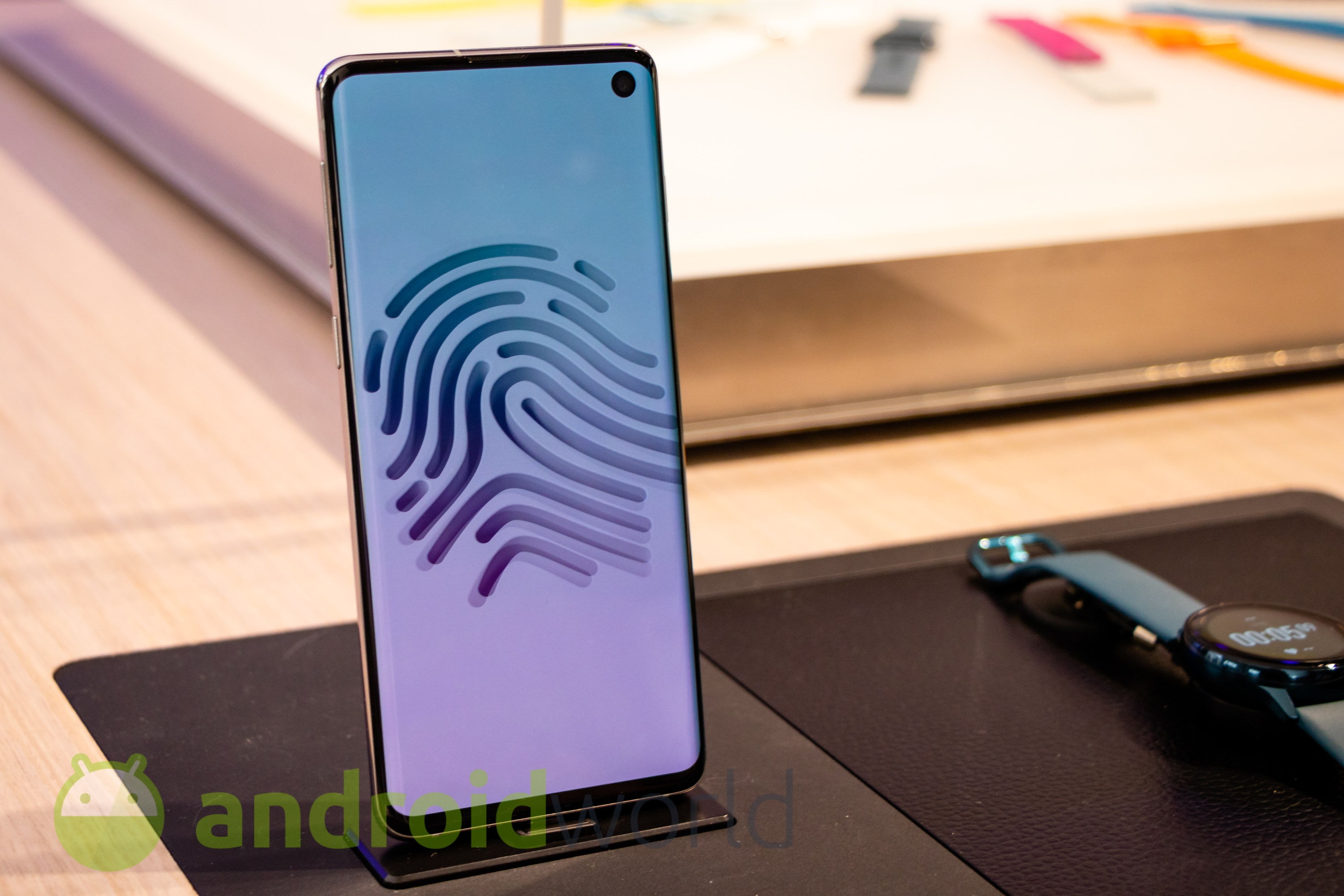 Galaxy S11 will no longer require sniping precision to make you recognize the fingerprint 1