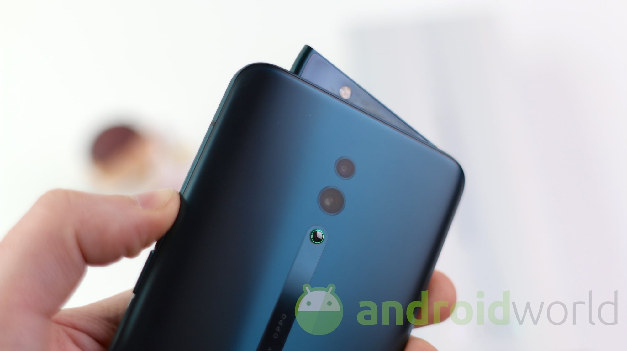 Oppo Reno 10X vuole vederci più lungo di Huawei P30 Pro: lo zoom digitale sarà 60x (foto)