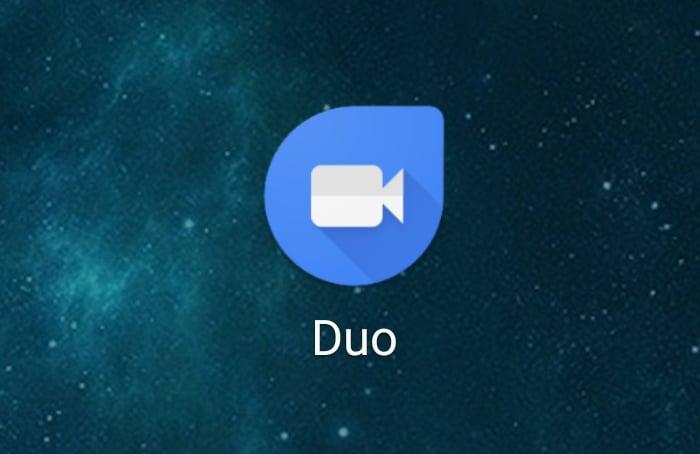 Google Duo si aggiorna con le prime avvisaglie di tema scuro, accesso alla galleria di immagini e migliorie grafiche (foto)