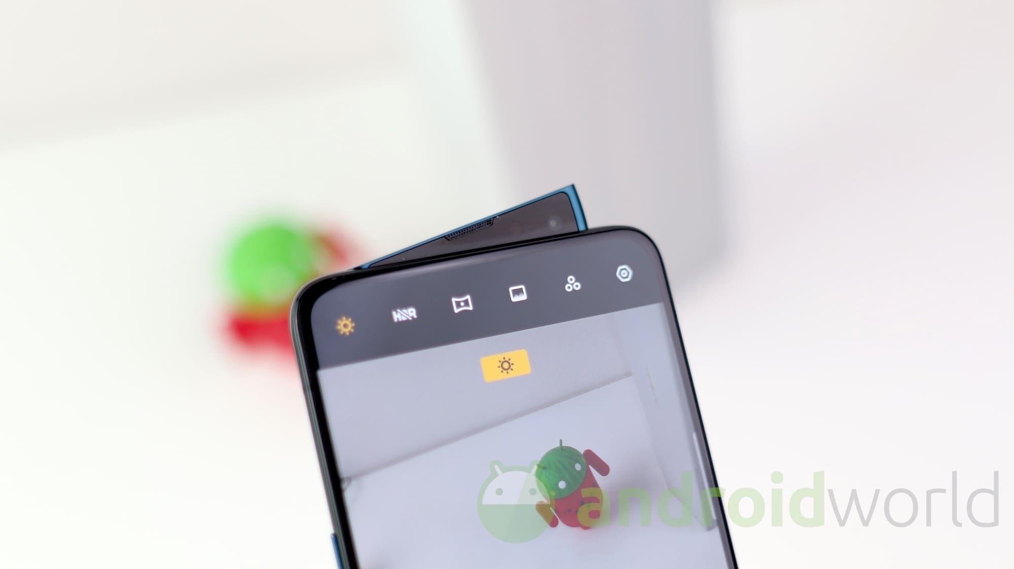 OPPO Reno 10x Zoom si aggiorna: per Android 10 bisogna aspettare, arrivano le patch di marzo (foto)
