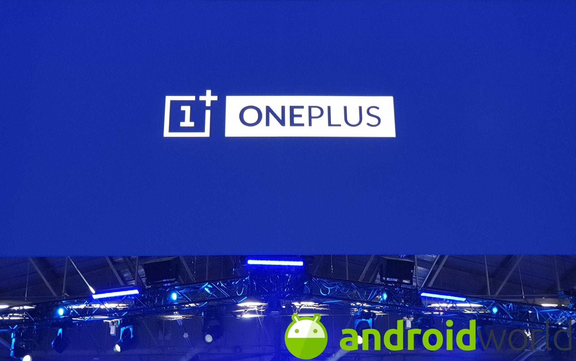 OnePlus 8 Lite esiste ed è stato già mostrato dal vivo, con un prezioso dettaglio in più (foto) (aggiornato)