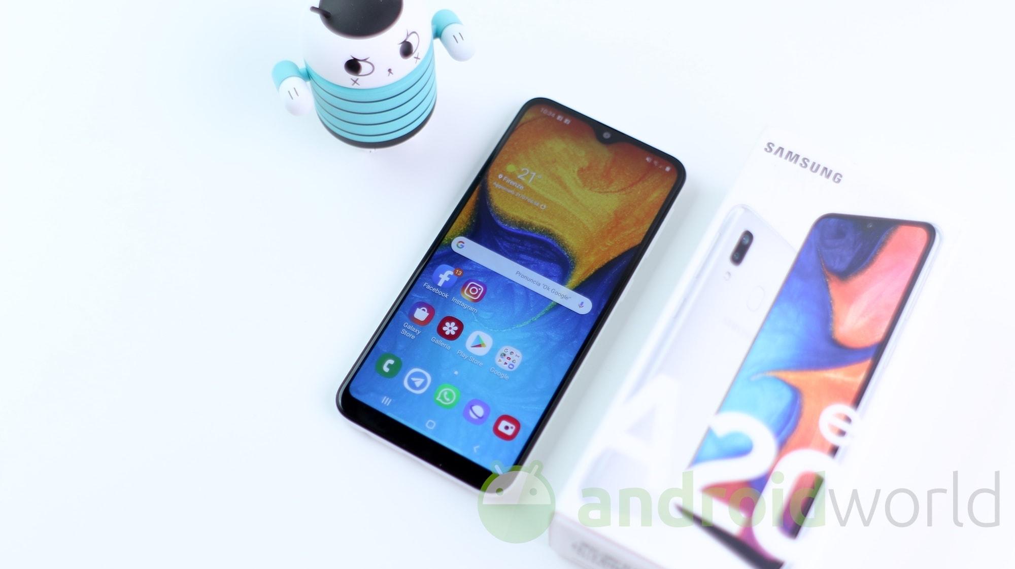 Samsung Galaxy A20e si unisce alla festa: l'aggiornamento ad Android 10 arriva in Italia (aggiornato)
