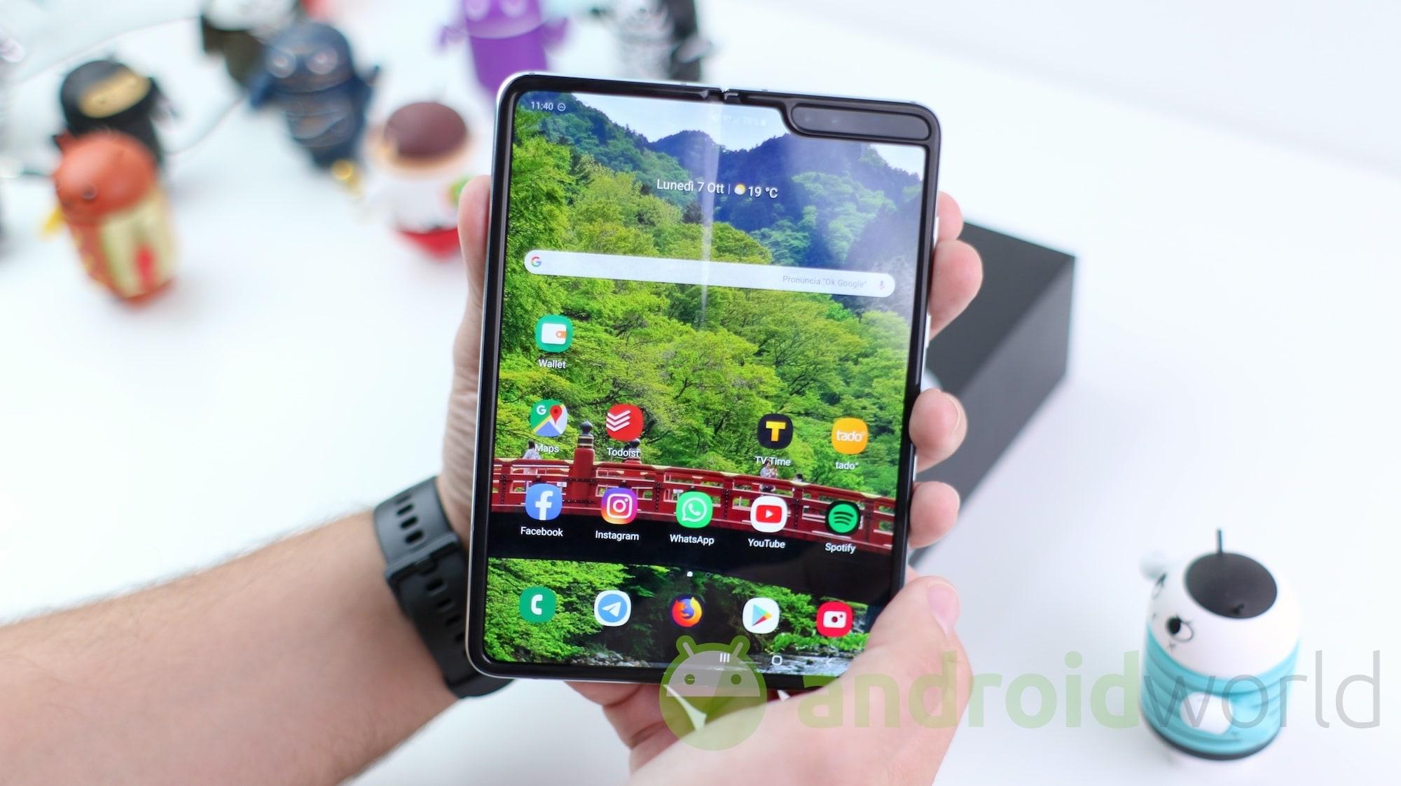 Samsung pronta ad utilizzare vetro ultrasottile e flessibile per evitare alcuni problemi di Galaxy Fold?