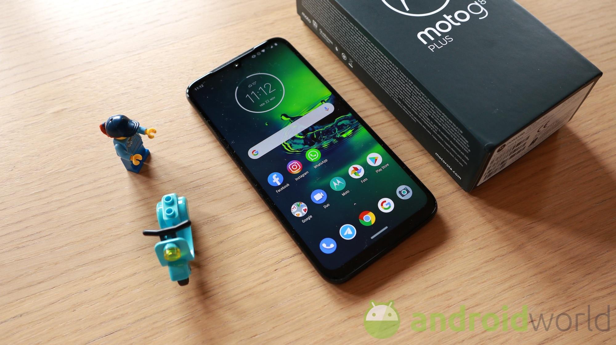 Motorola Moto G8 Plus ce l'ha fatta: l'aggiornamento ad Android 10 è finalmente partito