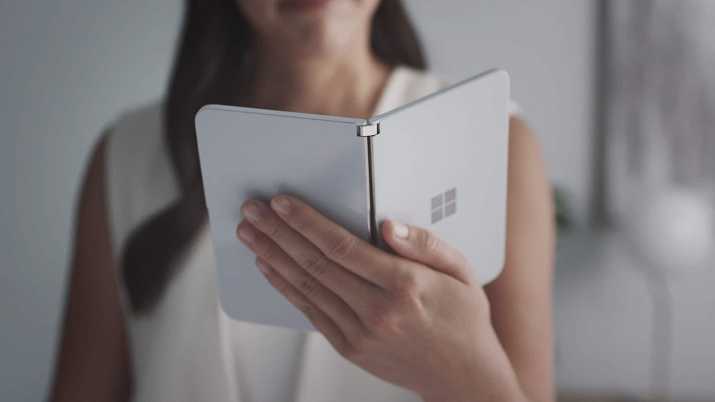 Microsoft prepara i fuochi d'artificio di mezza estate: Surface Duo in dirittura d'arrivo?