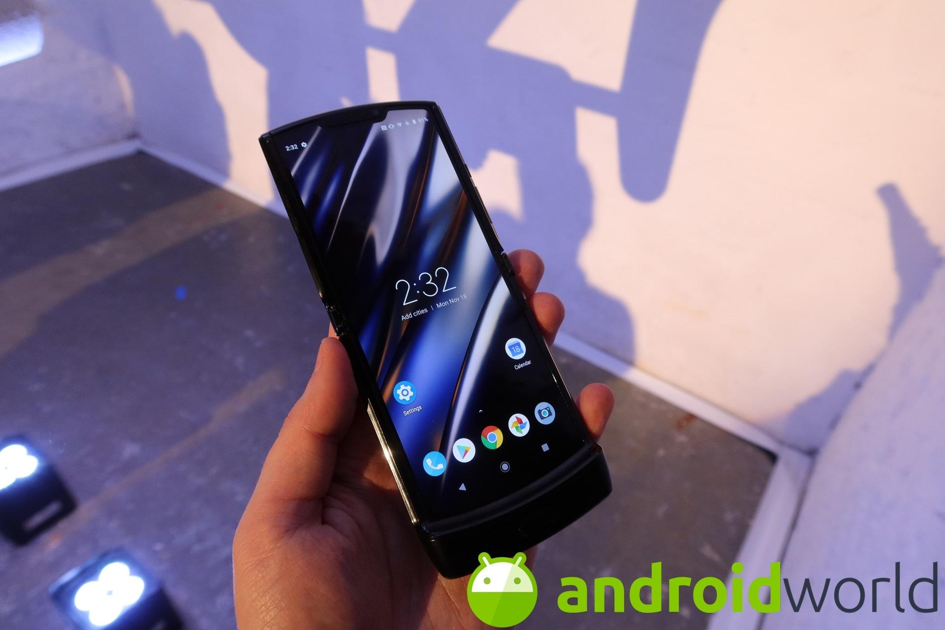 Motorola razr will arrive in Italy tomorrow, but woe to drop it