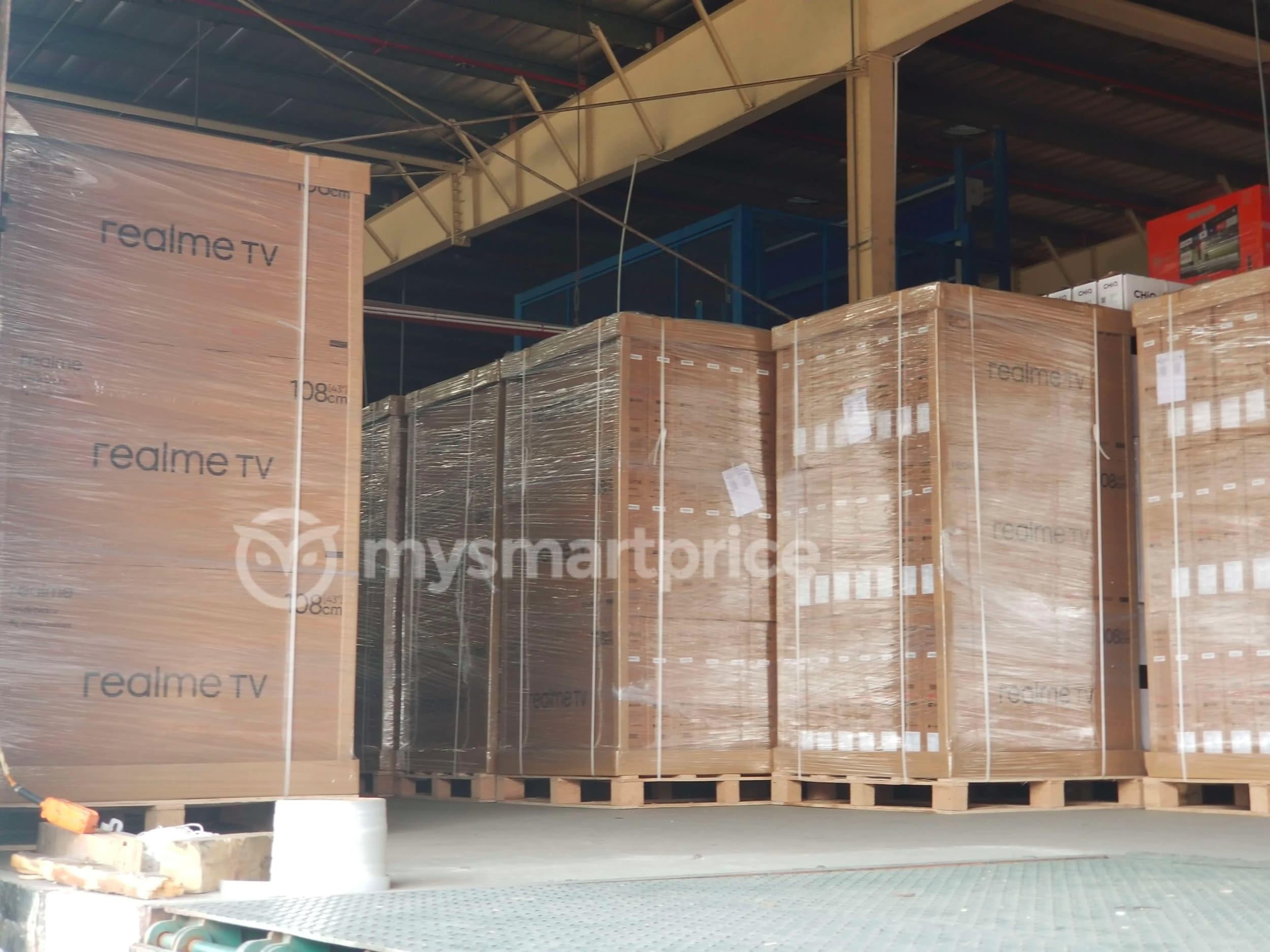 La prima smart TV di Realme si è fatta attendere, ma sta arrivando (in grosse scatole imballate) (foto)