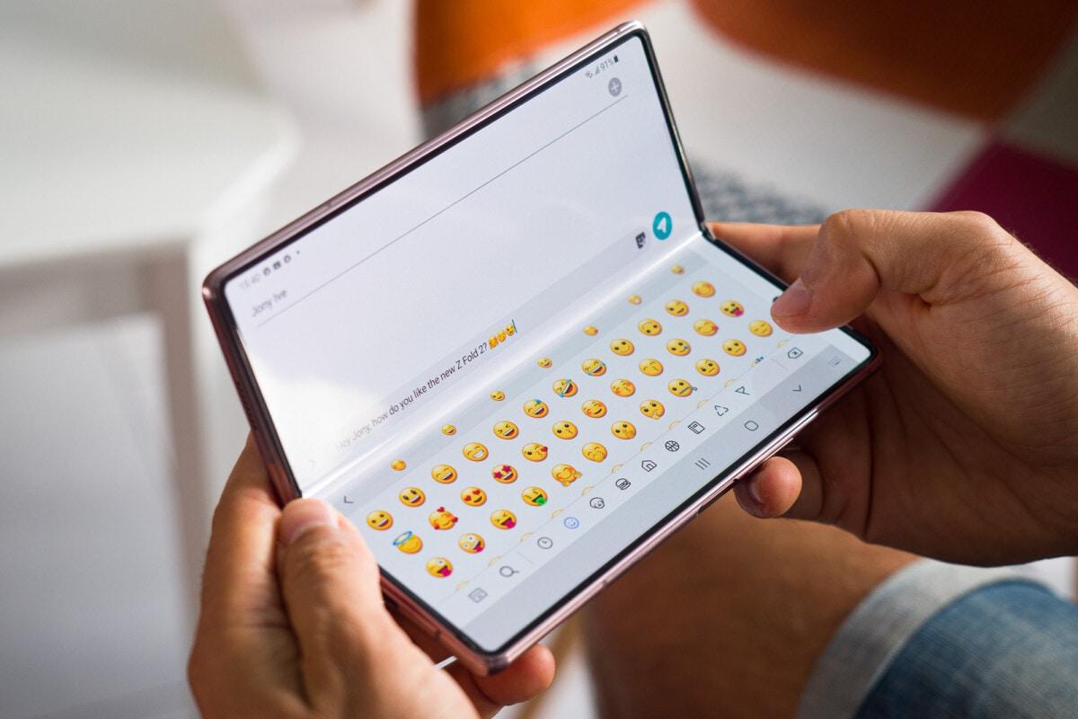 Samsung si prepara a salutare il display con foro? Il Galaxy S21 (S30) potrebbe essere l'ultimo