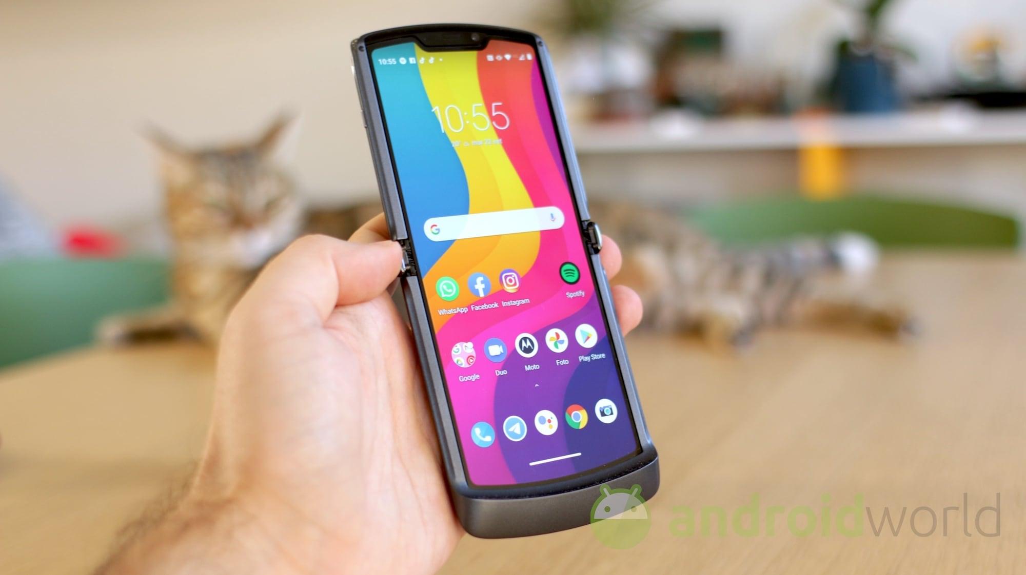 Motorola Razr 5G si aggiorna ufficialmente ad Android 11 (foto)