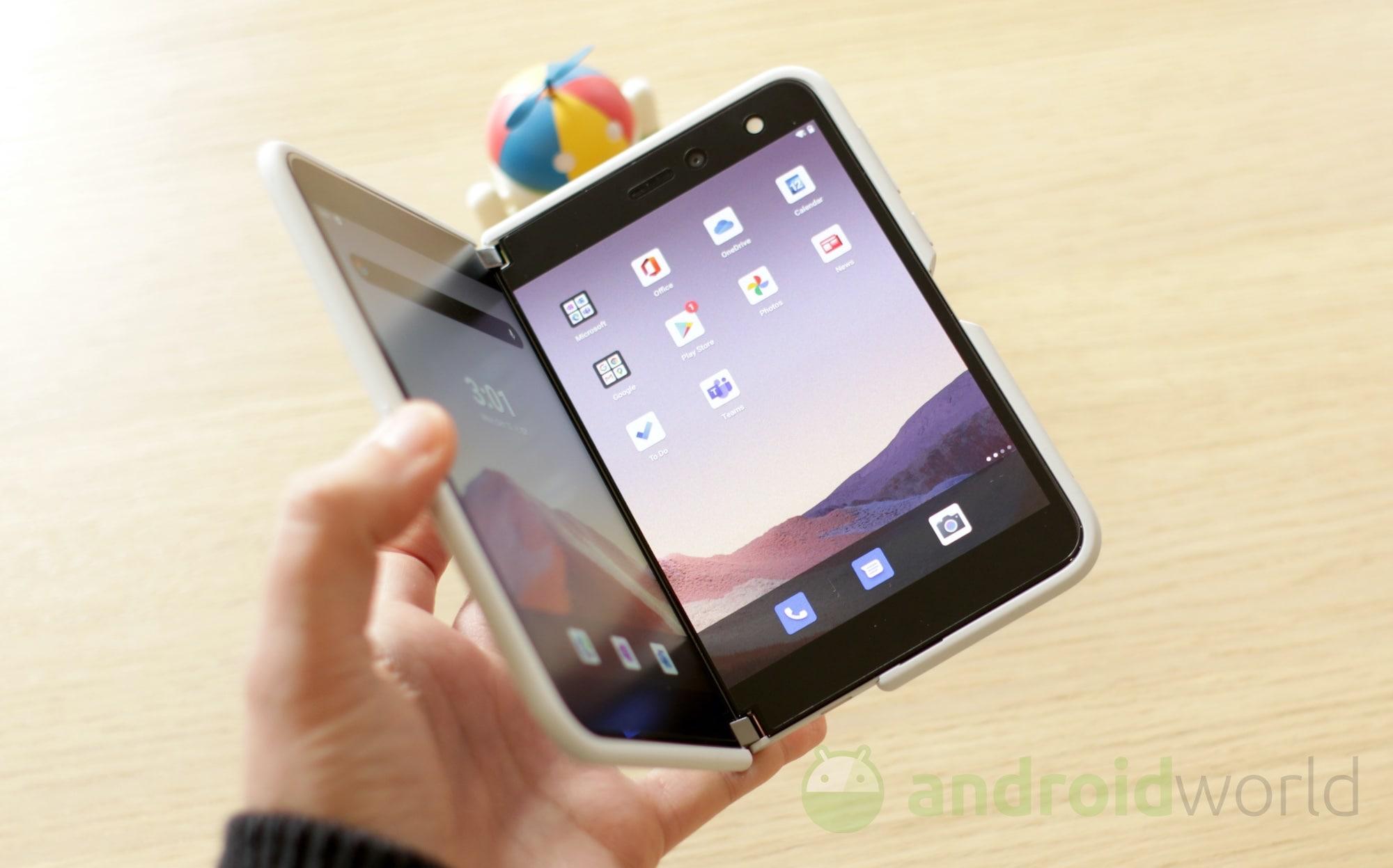 Surface Duo guadagna una modalità di gioco simile al Nintendo DS e gli aggiornamenti di sicurezza