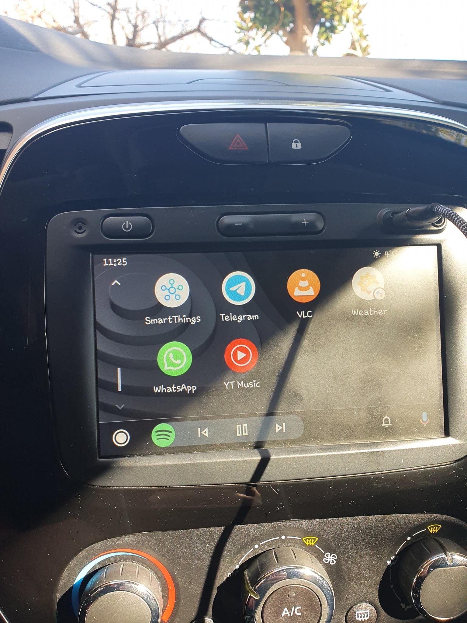 Android Auto: arrivano le icone di WhatsApp, Messenger e SMS (aggiornato: anche in Italia!)
