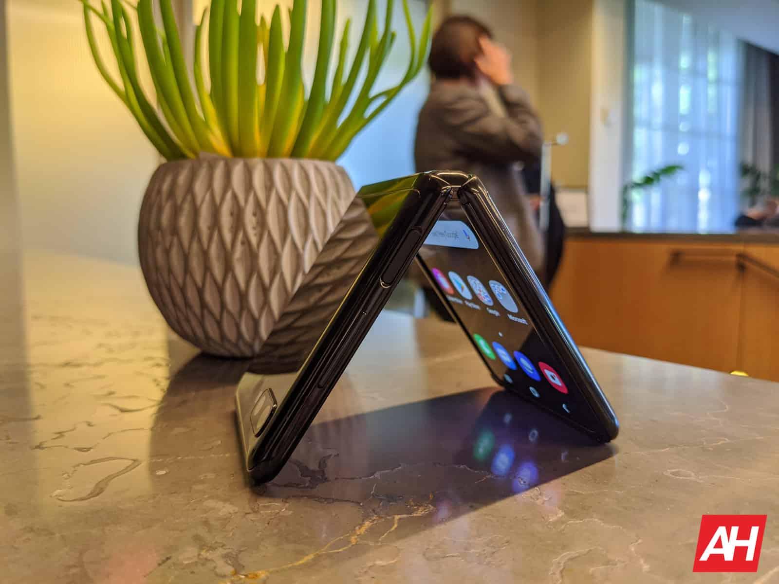 Samsung Galaxy Z Flip 3: trapelati nuovi dettagli su display, data di lancio e molto altro