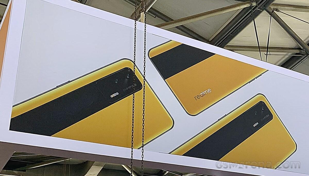 Lo stand di Realme al MWC Shangai mette in bella mostra il Realme GT 5G (foto)