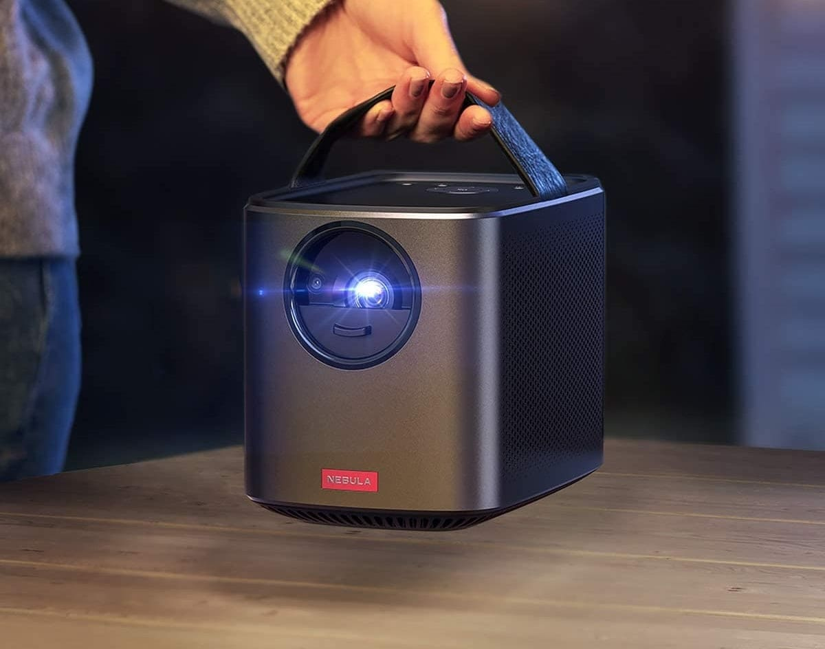 """Anker Nebula in OFFERTA LAMPO su Amazon: ottimo proiettore con immagini a 150"""""""