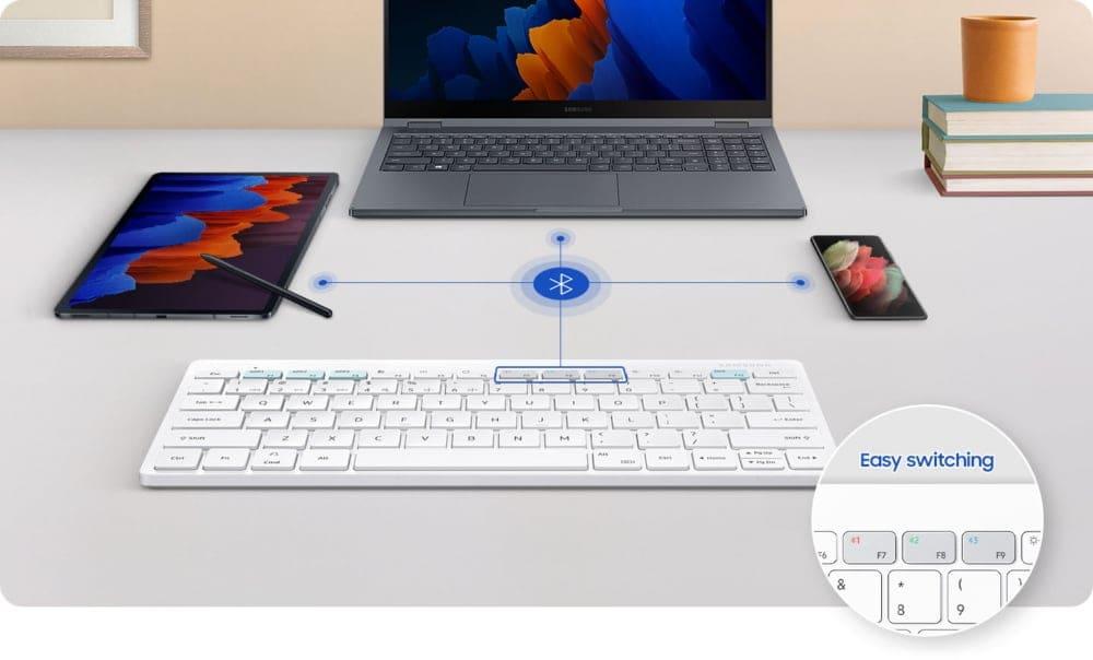 Samsung presenta la Smart Keyboard Trio 500: la tastiera che mette d'accordo smartphone, tablet e PC (foto)
