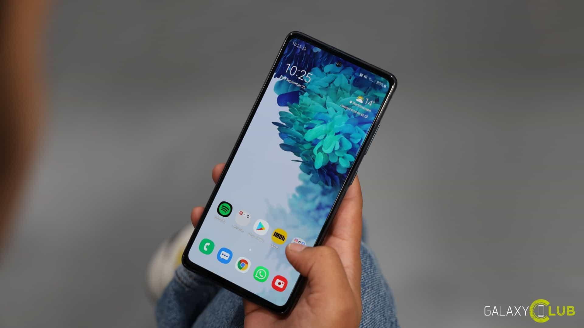 Samsung Galaxy S20 FE sta ricevendo l' …