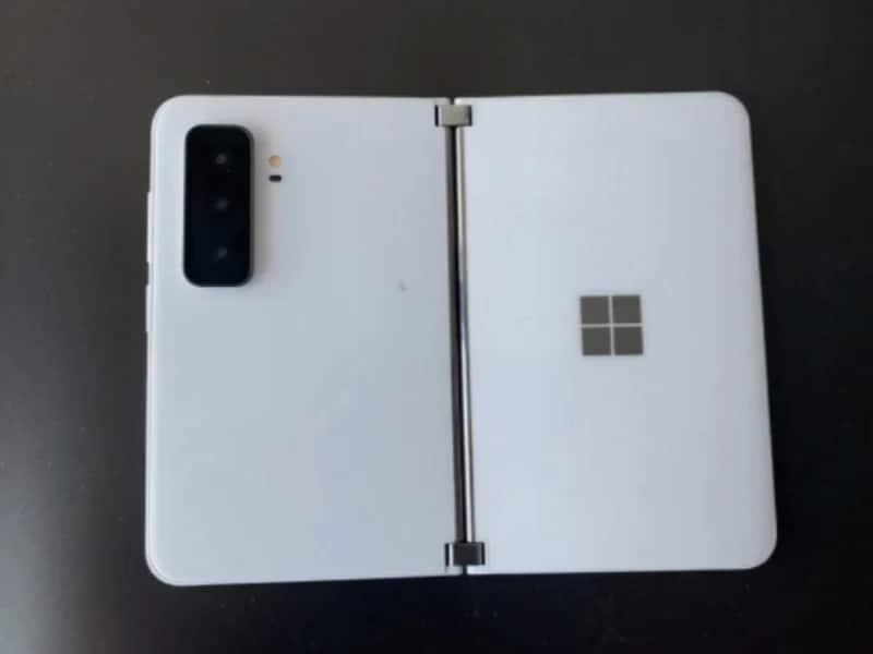 Nelle prime immagini del Surface Duo 2 di Microsoft a saltare all'occhio sono le fotocamere (video)