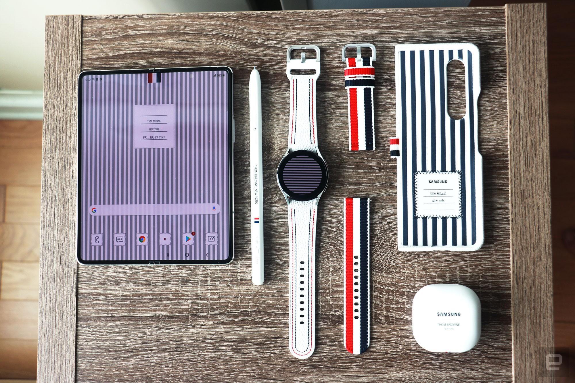 Thom Browne torna a vestire i pieghevoli Samsung: ecco l'edizione speciale dei Galaxy Z Fold 3 e Z Flip 3 (foto)